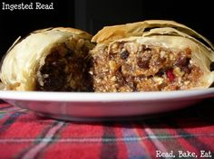 Mincemeat 'haggis': This novelty dessert makes a great centerpiece to a Scottish-themed meal - or any festive winter feast! And never fear, it doesn't actually contain meat. Scottish Desserts, Scottish Recipes, Holiday Fun, Festive, Desserts Around The World, Mincemeat, Centerpiece, Sweets, Meals
