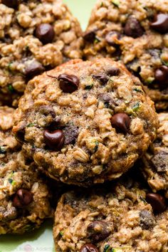 Zucchini Oatmeal Cookies, Zucchini Cookie Recipes, Zucchini Chocolate Chip Cookies, Zuchinni Recipes, Raisin Cookies, Chocolate Chip Oatmeal, Baking Recipes, Dessert Recipes, Chocolate And Zucchini