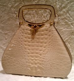 Vintage handbag [love something that looks one-of-a-kind!]