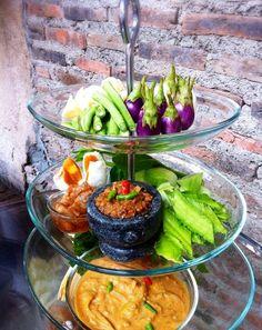 Chilli paste dipping served with fresh vegetables at The Never Ending Summer restaurant (Klongsan, Bangkok Thailand)