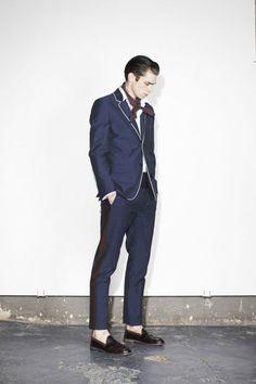 E também sem gravata, na coleção masculina de Marc Jacobs - mas agora ele vem com nó