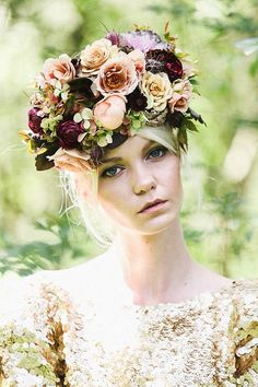 If you're starting to feel the romance of the autumn season, check out these examples of perfectly beautiful fall flower crowns.
