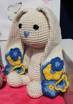 Baby Boy? This is the perfect gift! Crochet amigurumi bunny / stuffed animal Flower door BoxOfBeasts