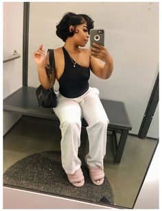 Short Hair Styles Easy, Medium Hair Styles, Curly Hair Styles, Natural Hair Styles, Easy Hairstyles For Medium Hair, Black Girls Hairstyles, Short Hair Black Girls, Outfits For Short Hair, Black Girl Hair Cuts