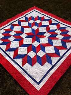 Make this with laminates for a great Fourth of July picnic quilt....  Ormond Beach Quilts: Bloggers' Quilt Festival, Fall 2011!