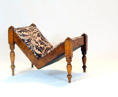 FOR SALE, A RARE AND UNUSUAL FRENCH GOUT STOOL CONSTRUCTED WITH CHERRY WOOD AND BURR ELM. NEWLY UPHOLSTERED IN SANDERSON WILLIAM MORRIS FABRIC - Stock - Antiques Young Guns