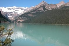 Banff Lake Louise: Set in a small glacial valley, surrounded by snow-topped mountains, the lakeshore is threaded with hiking trails and viewpoints. On a clear day, you'll see the reflected glory of this spectacular place captured in the lake's mirror-like surface.