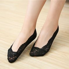 women socks 2017 Fashion Girls Lace Antiskid Invisible Liner Ultra-thin Elastic Low Cut Socks calcetines divertidos Brand Name: feitongMaterial: CottonThickness Over 50 Womens Fashion, Fashion Over, Fashion 2017, Girl Fashion, Sexy Socks, Lace Socks, No Show Socks, Looking For Women, Gifts For Women