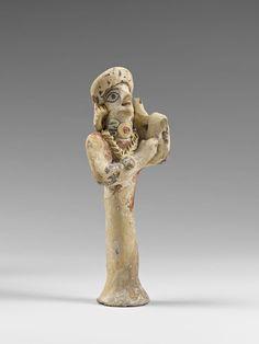 Joueuse de lyre/lierspeelster. Chypro-archaïque (VIIIe - Ve siècle avant J.-C/ B.C.)  Lapithos  Terre cuite/terracotta polychrome H. : 17,70 cm. ; L. : 7,50 cm. ; Pr. : 6,80 cm.