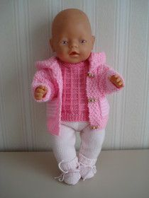 poppenkleertjes breien of haken & Bing images Baby Born Clothes, Preemie Clothes, Knitting Dolls Clothes, Crochet Doll Clothes, Knitted Dolls, Baby Born Congratulations, Baby Knitting, Crochet Baby, Baby Girl Birthday Outfit