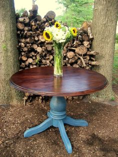 blue and brown table--what I want to do with the tables in my living room Repurposed Furniture, Cool Furniture, Painted Furniture, Furniture Ideas, Refurbished Table, Kitchen Table Makeover, Do It Yourself Furniture, Pedestal Dining Table, Dining Tables