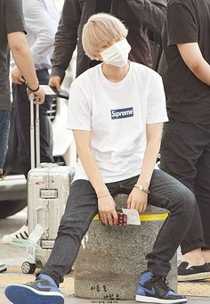 masculine airport outfits that always looks handsome for guys 32 Baekhyun, Exo, Kpop Outfits, Airport Outfits, Airport Fashion Kpop, How To Look Handsome, 49er, Korean Street Fashion, Ulzzang Fashion