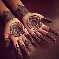 No occasion is carried out without mehndi as it is an important necessity for Pakistani Culture.Here,you can see simple Arabic mehndi designs. Henna Hand Designs, Circle Mehndi Designs, Round Mehndi Design, Mehndi Designs Finger, Palm Mehndi Design, Henna Tattoo Designs Simple, Simple Arabic Mehndi Designs, Mehndi Designs For Beginners, Mehndi Designs For Fingers