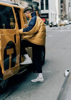The Best Street Style from New York Fashion Week: Men's – Fashion Trends 2019 New York Fashion, Men Street, Street Wear, New York Street Style, Best Mens Fashion, How To Pose, Cool Street Fashion, Italian Fashion, Stylish Men