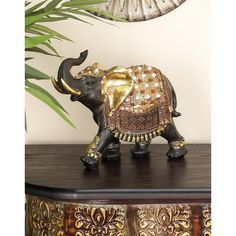 This black parade elephant sculpture features a glossy gold saddle and jewelries, adding sophistication to the piece. The sharp texture and details will add class to your space. This piece will surely work well with your modern or classical setting. Elephant Sculpture, Lion Sculpture, Elephant Home Decor, Geometric Star, Black Parade, Elephant Figurines, Metal Stars, Showcase Design, Shabby Chic Furniture