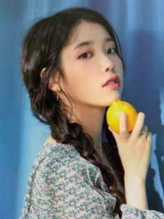 why she gotta be this beautiful? it hurts Pop Group, Girl Group, Iu Twitter, Moon Lovers, Korean Actresses, Her Music, Ulzzang Girl, K Idols, Korean Singer