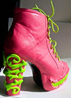 Omg, STFU!!! Venus' boots!!! Specktra.net
