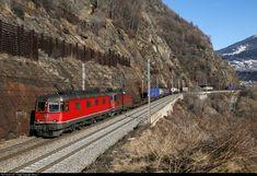 Net Photo: 420 503 BLS Lotschbergbahn Re 420 at Brig, Switzerland by Georg Trüb Location Map, Photo Location, Swiss Railways, Electric Locomotive, Switzerland, Train, Image, Zug, Strollers