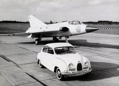 The first prototype of the Saab 35 flew October 25, 1955, and deliveries of the  first version, J 35A, began to 1959th Saab 96 och Saab 35 Draken. Saab 35 Draken was able to double sound-  speed and was in the Swedish Air Force service in 40 years. Total was 644 pieces.  In addition to Sweden, there were dragon in the air forces of Denmark, Finland and Austria.