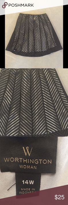 NWT Dressy Skirt Brand New Worthington Skirt. The lining is white. In excellent condition. Thanks for looking and feel free to ask me any questions 😊 Worthington Skirts A-Line or Full