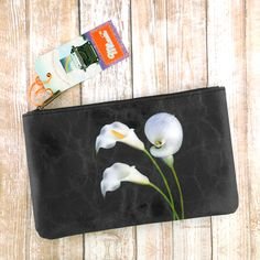 Flower collection by Malvi, made with vegan and Eco-friendly materials. This calla lily medium pouch has matching cross body bag, wristlet wallet and small pouch. Wholesale available at www.mlavi.com. Shop now at https://mlavi.ca/search?page=1&q=flower&type=product #flower #vegan #fashion #accessories #gift #wholesale #wallet #bag #purse #pouch #shopping
