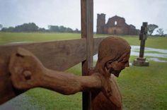 Cristo Morto, escultura em madeira feita por índios GUARANI, no séc.XVII, na redução São Miguel Arcanjo.