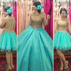 Debutante dourado com azul tifany ⚜️ 2 em vestido curto e saia longa, lindo, lindo, lindo . Quince Dresses, Hoco Dresses, Quinceanera Dresses, Homecoming Dresses, Evening Dresses, Formal Dresses, Diy Dress, Party Dress, Princess Ball Gowns