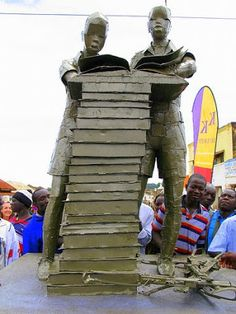 in northern Uganda in the city of Gulu , this read image. It is a monument to peace bestowed in 2009 by the Dutch embassy there. The two children are reading books behind a pile. Welded guns lying at the foot of the monument. The image, which of iron is made, symbolizes the idea that not with weapons but with words discrepancies must be resolved.