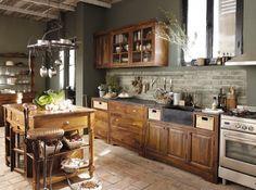 Une cuisine de campagne  #campagne #cuisine #deco #bois  http://www.maison-deco.com/cuisine/deco-cuisine/Des-cuisines-comme-a-la-campagne