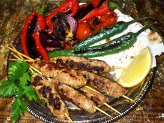 Kebab turcesc cu legume coapte Steak, Chicken, Food, Meal, Essen, Steaks, Hoods, Meals, Eten