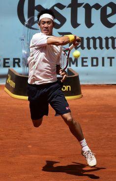 テニス、マドリード・オープン(Mutua Madrid Open 2014)、男子シングルス3回戦。リターンを狙う錦織圭(Kei Nishikori、2014年5月8日撮影)。(c)AFP=時事/AFPBB News