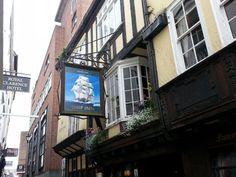 Exeter, hospoda Ship Inn (hospůdka, kde sedával pirát a mořeplavec sir Francis Drake)