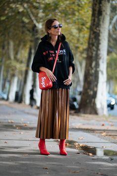071b1ce3f1e52 All The Best Street Style At Paris Fashion Week SS18  womenscasualfashion  Sportlich