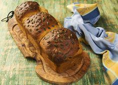 """El """"Pan de molde de calabaza"""" tiene una miga tierna y ligeramente dulzona que te va a enamorar. La calabaza es el gran descubrimiento del siglo, tanto en dulce como en salado ha venido para quedarse y revolucionar nuestras cocinas. En mi casa es imprescindible y la utilizo muchísimo por eso el otoño que es …"""