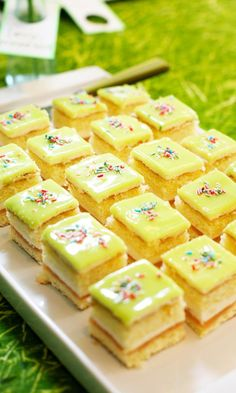 Omenaiset prinsessakakkupalat | Maku Finnish Recipes, Crazy Cookies, Sweet Pastries, No Bake Cake, Bon Appetit, Sweet Recipes, Biscuits, Food And Drink, Sweets