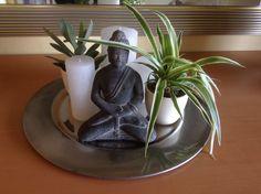 Buda ,Kerzen und Minifarn auf einen Silbertablett. Von Ulrike Kruppe