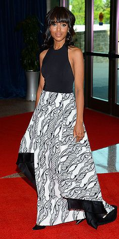 Kerry Washington in a dramatic gown with a patterned, asymmetrical train skirt at the White House Correspondents Dinner