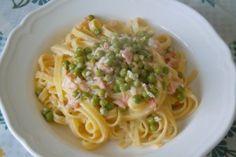 #food Ricetta della Pasta con salmone e piselli Leggi il mio post su http://www.ideapesce.it/ricetta/pasta-piselli-e-salmone