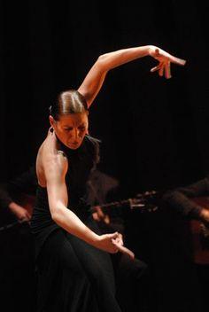 """El último espectáculo de Sara Baras se llama """"Esencia"""". Estará en el teatro Hageen-Dazs Calderón de Madrid del 23 de marzo al 11 de ab..."""