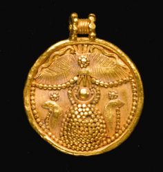 Carthaginian Gold Pendant, Century BC The disk pendant composed of two pressed sheets and decorated in front in repoussé, applied elements, and granulation with two uraei flanking a domed element surmounted by a horned sun-disk, a winged. Ethnic Jewelry, Jewelry Art, Jewelry Design, Gold Jewelry, Medieval Jewelry, Ancient Jewelry, Wiccan Jewelry, Antique Gold, Antique Jewelry