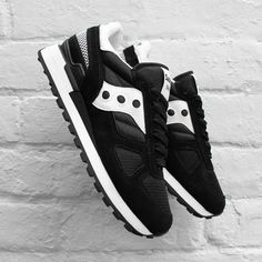 Saucony in Black, white and silver | shoes | sneakers | fashion | camden | white | classic | lifestyle | instagram | trainers | shop | bestseller | womens shoes | mens shoes www.scorpionshoes.co.uk