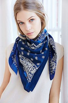 4 different ways to rock your bandanna.