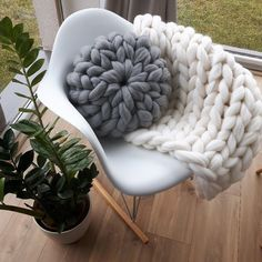 Chunky knit Cushion Round knit Pillow 100% Wool by BaczewskaDesign