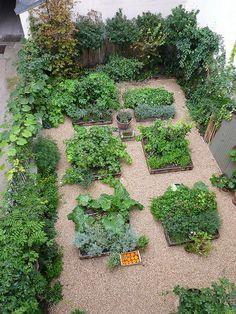 I would like to do something similar in my backyard maybe?  Garden at Merci Paris  Photo by Jason Whitaker