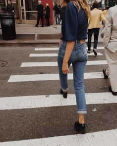 An Ode to Non-Stretchy Jeans - Mom Jeans - Ideas of Mom Jeans Vintage Jeans, Jeans American Eagle, Mode Outfits, Casual Outfits, Summer Outfits, City Outfits, Jeans Miss Me, Foto Top, Casual Chique