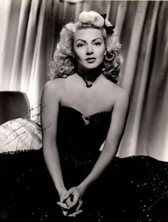 The beautiful the actrees of the movie on #Hollywood #LanaTurner it in old photo