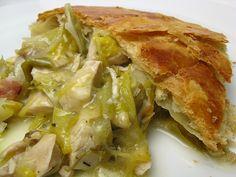 Chicken & Leek Pie ~ I loooove leeks! Leek Recipes, Lunch Recipes, Chicken Recipes, Cooking Recipes, Savoury Recipes, Turkey And Leek Pie, Chicken And Leek Pie, Half Chicken, Le Diner