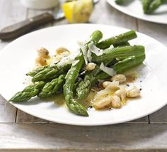 Twenty minutes to heaven: Sauvignon Blanc and sautéed asparagus with Manchego cheese and almonds.