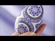 Pysanky, the fine art of Easter egg painting You tube video Making Easter Eggs, Easter Egg Dye, Easter Egg Crafts, Coloring Easter Eggs, Easter Projects, Ukrainian Easter Eggs, Ukrainian Art, Ukraine, Carved Eggs