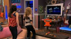Carly Shay Miranda Cosgrove who also played Megan Parker and Sam Puckett Jeanette Mccurdy
